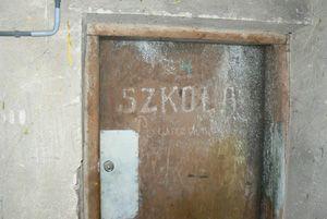 Wejście do piwnicy w 2006 r.